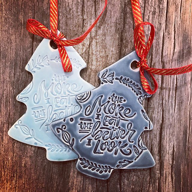 Well these are my kinda xmas decorations 😜💙 swipe👉🏻 come see me on 25 Nov and/or 2 Dec to get one or two or more of these... there will b limited amount💋🎄 #christmasmenu  #veganpepparkakor #veganskjul #veganrecipes #vegan #hermans #vegomat #julmarknad #julmarknad2018 #veganpralines #veganchocolate #veganchristmas #vegancookbook #veganskglögg #julbord #veganskjulbord #christmasdecorations #christmasdecor #juldekoration