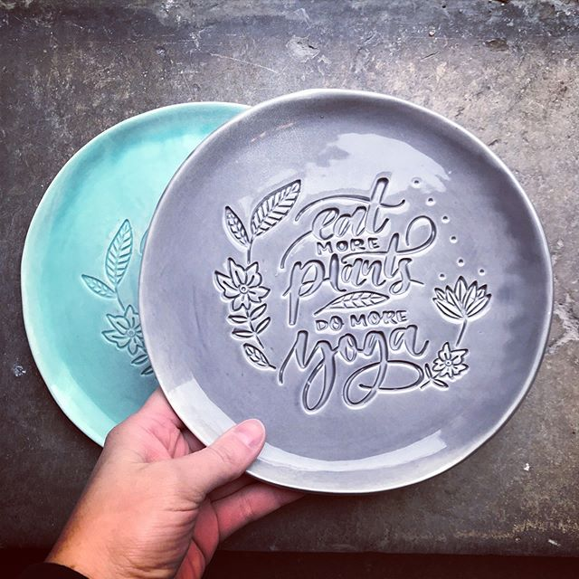 Photo from last year... it is back in the making... will bring to xmas market ☺️👉🏻swipe! #turquoise #vegan #yoga #domoreyoga  #foodismylife #foodstyling #foodphotography #ceramics #handmade #makersgonnamake #handmadeceramic #handmadeinsweden #magyarig #magyardesign #iköket #mittkök #onthetable #inthekitchen #cheftalk #plantbased #handmadeplates #atthetable #eatmoreplants #rawvegan