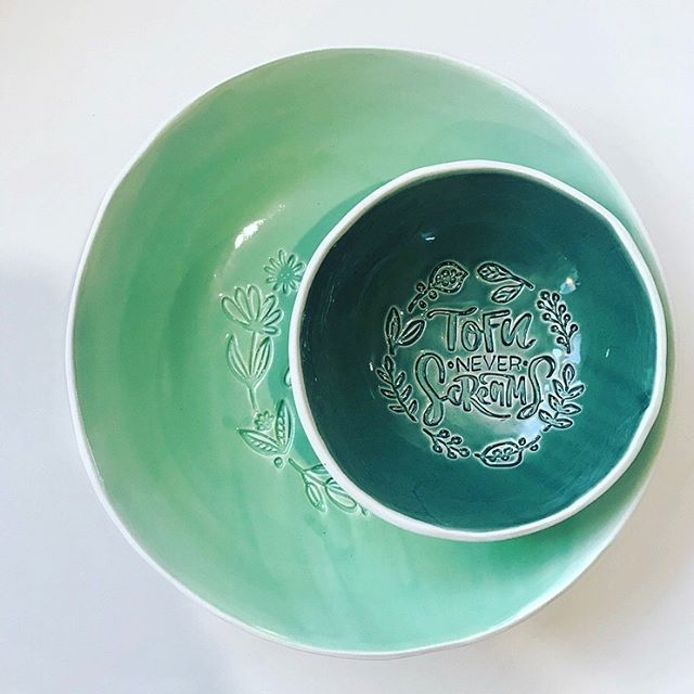 Sorry, no #blackfriday here! These are handmade in Sweden, not factory made in some other countries where labour and material is cheap and then shipped across the world, no no 🤓 Tofu (M size) bowl in Vegan (L size) bowl. Apple green and avocado green glaze colours. 💚Hope to inspire more ppl to switch to at least a vegetarian lifestyle🌱 #stoneware #backtobusiness #foodstyling #foodphotography #ceramics #handmade #makersgonnamake #handmadeceramic #handmadeinsweden #magyardesignstockholmbol #magyarig #magyardesign #iköket #mittkök #onthetable #inthekitchen #atthetable #handmadeplates #gastroart #ceramics #ceramicplate #vegan #plantbased #tofu