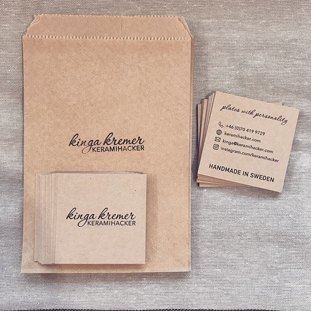 Small packaging and business cards are ready for xmas market. New website launching tomorrow with exciting new features☝🏻 you will be able to mix and match your orders, meaning you can pick style, text, shape, glaze colour, exterior finish, size... will blow your mind 😘💫 Its a real one man company, Im making the website too 😜🎄 #veganchristmas #packagingdesign #branding #newwebsitecomingsoon #stoneware #backtobusiness #foodstyling #foodphotography #ceramics #handmade #makersgonnamake #handmadeceramic #handmadeinsweden #magyardesignstockholmbol #magyarig #magyardesign #iköket #mittkök #onthetable #inthekitchen #atthetable #handmadeplates #gastroart #ceramics #ceramicplate #vegan #plantbased #julmarknad #christmas