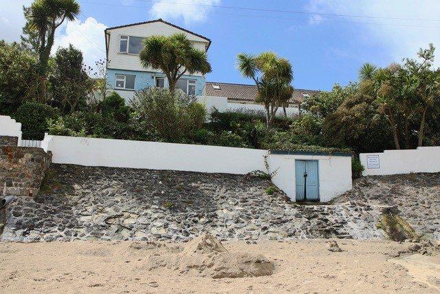 beach house and bunalow from beach.jpg