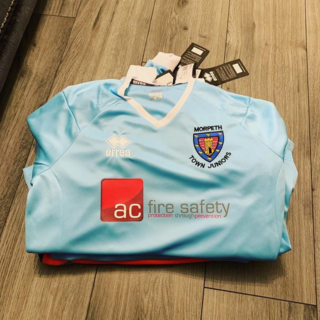 New kits for my sons U8 footy team. #morpethtownjuniors #shootingstars #football