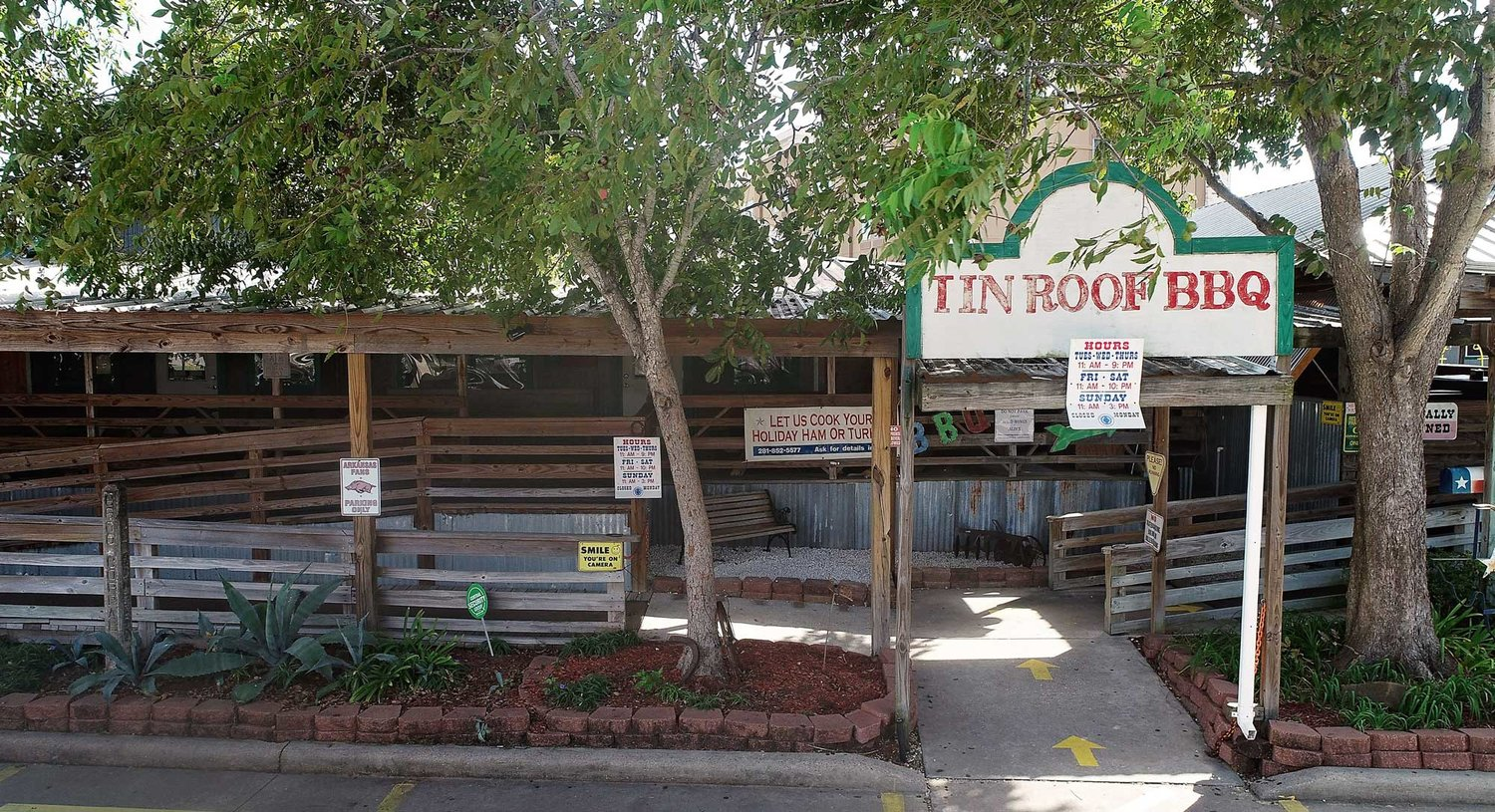 tin-roof-bbq-entrance.jpg
