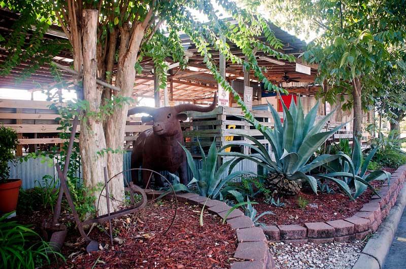 tin-roof-bbq-outdoor-decor.jpg