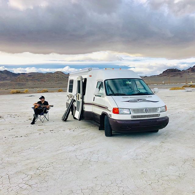 A little post lunch strumming on the salt flats today. 📷 @gogojitter