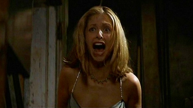 sarah-michelle-gellar-in-i-know-what-you-did-last-summer-1997-horror-actresses-34009129-1000-460.jpg