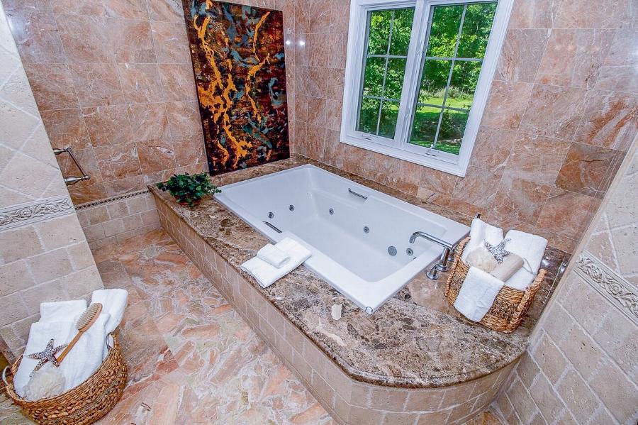 spaces-that-speak-morris-county-nj-professional-staging-livingston-bath.jpg