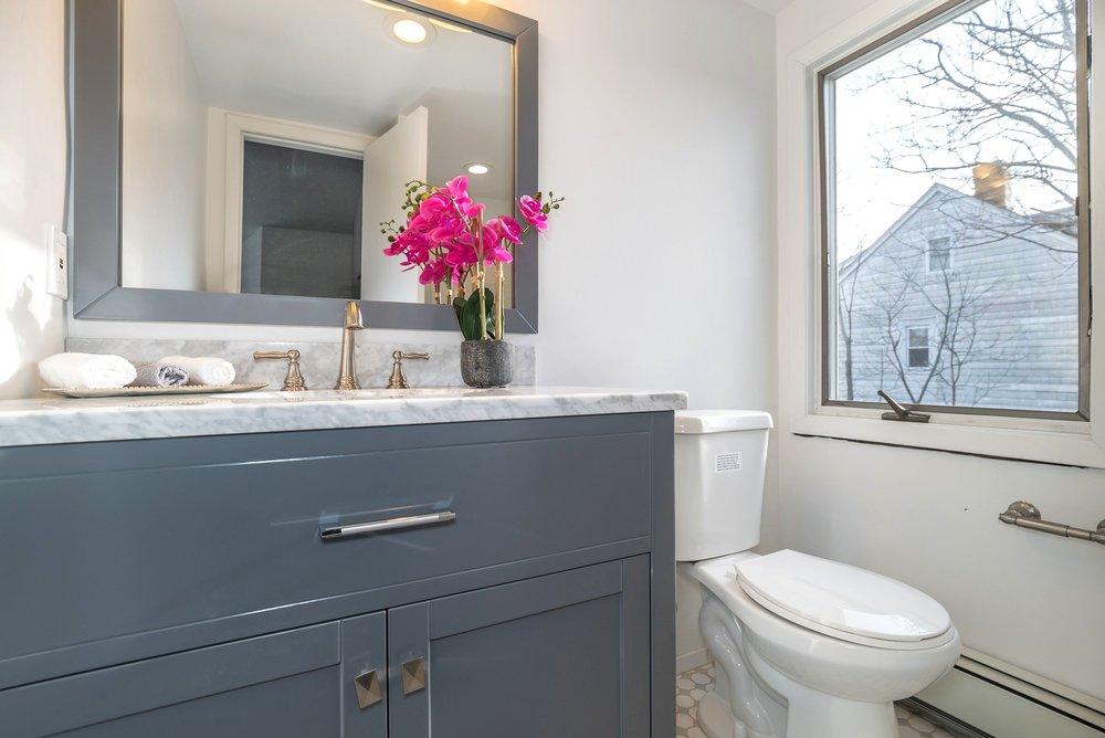 spaces-that-speak-home-stagers-fortlee-nj-bathroom-2.jpg