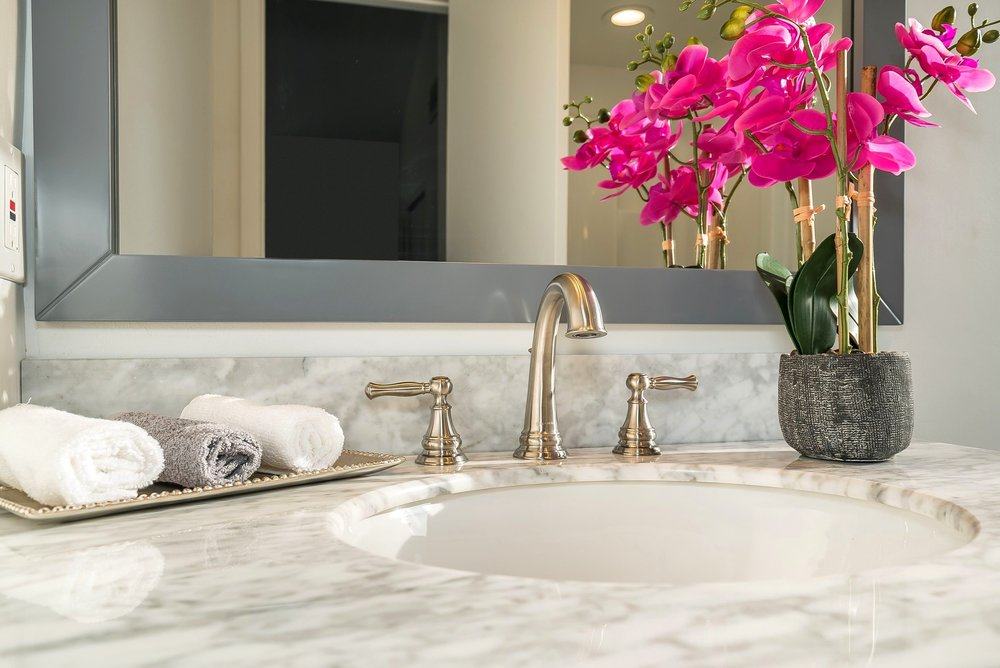 spaces-that-speak-home-stagers-fortlee-nj-bedroom-bathroom.jpg