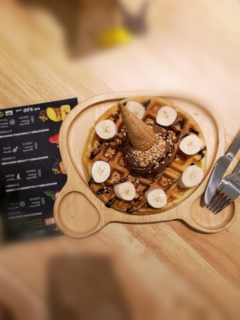 Jojo Ice Cream Bukit Indah Waffle with Ice Cream (RM19)