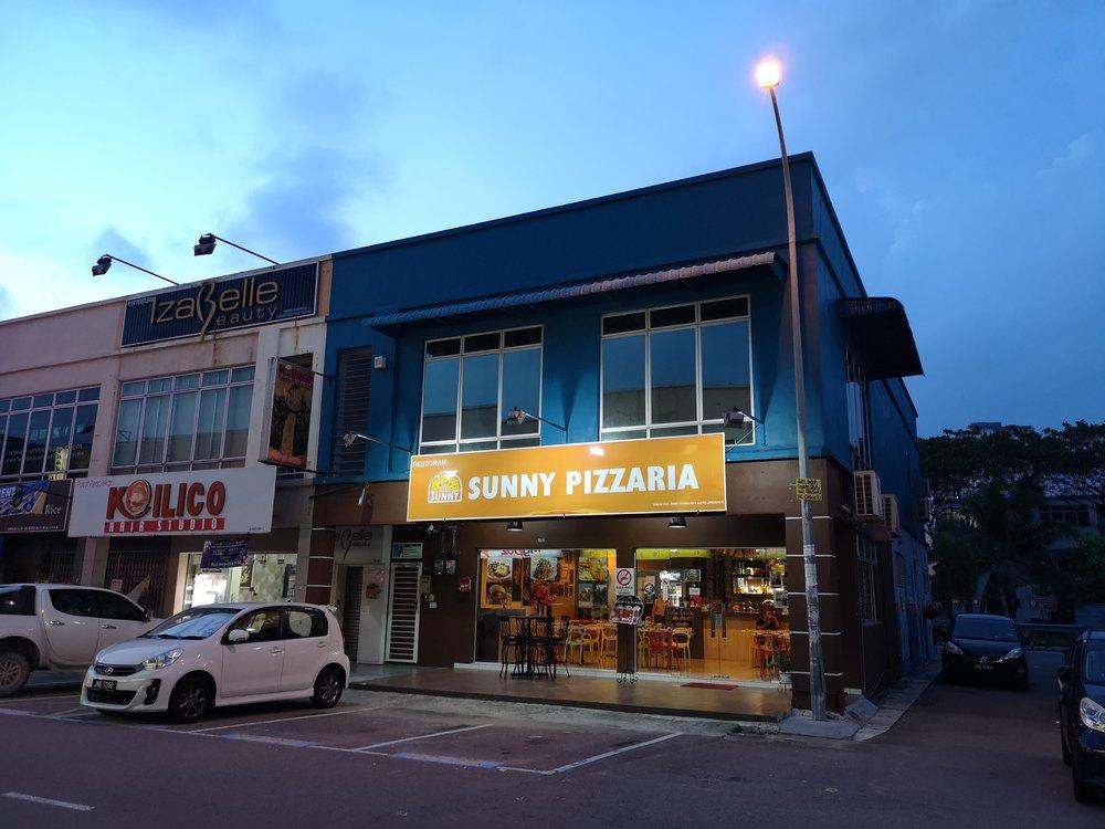 Sunny Pizzaria Nusa Bestari