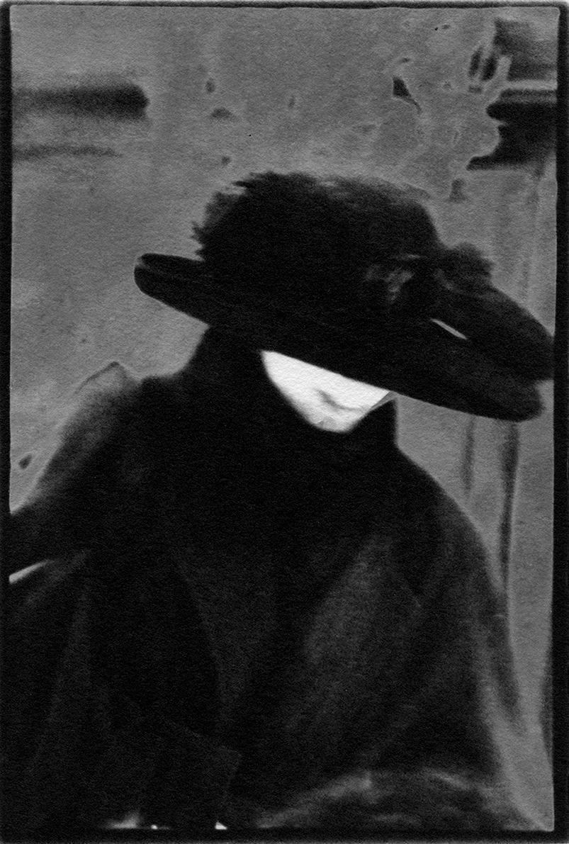 femme en noir sol Mü 91.jpg