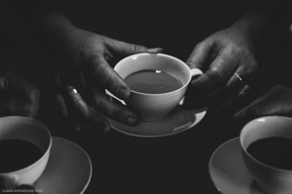 """Cuando anuncias que te han detectado cáncer de mama, la respuesta es inmediata. Mensajes, llamadas, visitas y muchos cafés con leche. Mi madre, """"gracias"""" al cáncer de mama ha recuperado amistades, fortalecido otras muchas e, incluso, ha encontrado trabajo."""