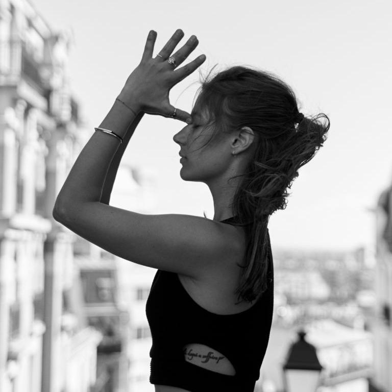 Myrto - Ostéopathe & Professeur de Yoga