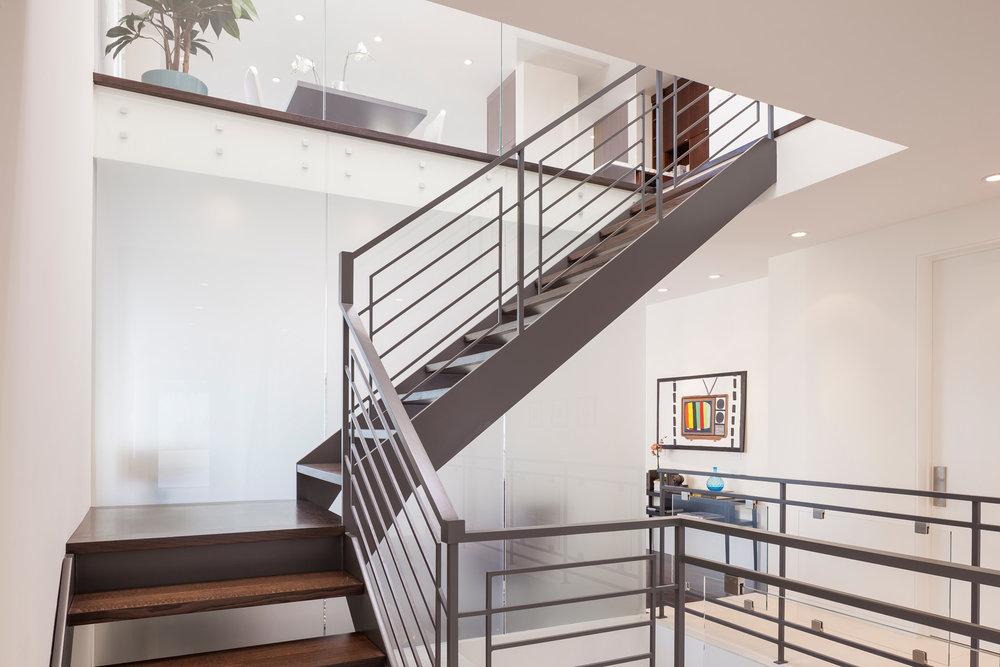 Upper_Stairway_8471.jpg