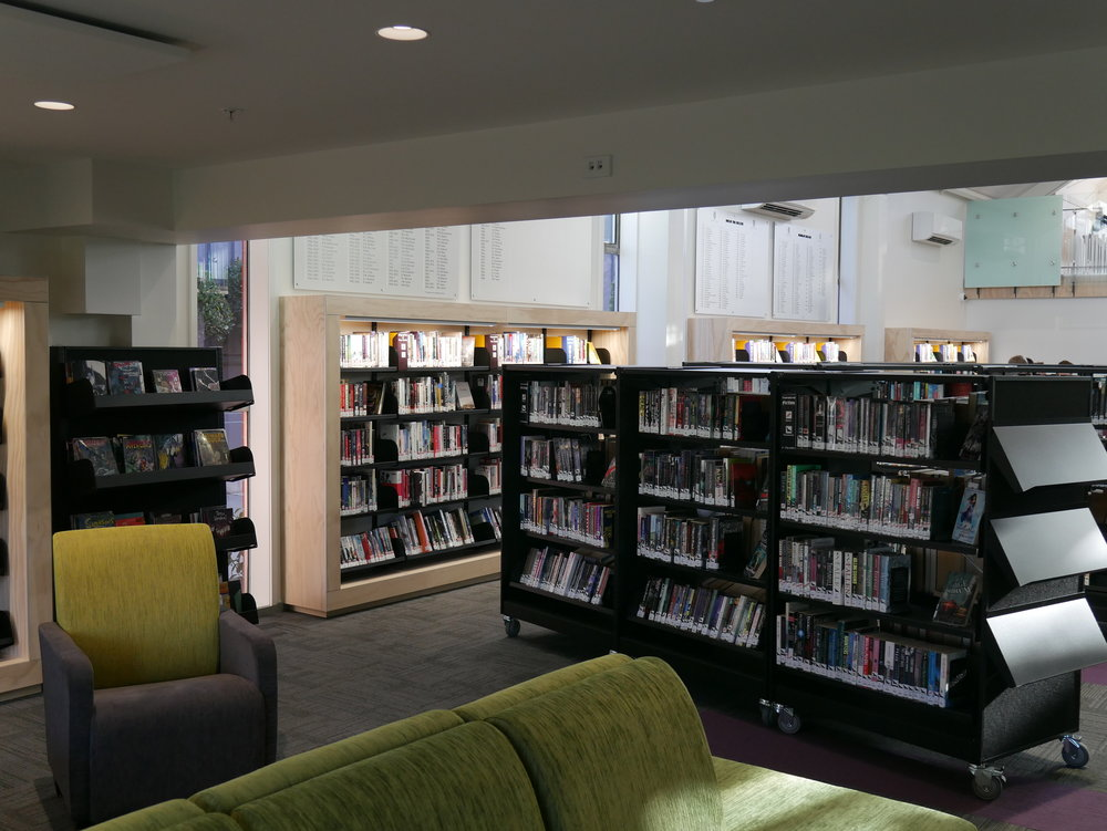 St Andrews Library Shelving.JPG