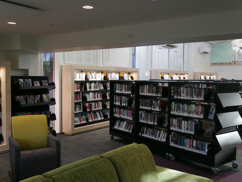 St Andrews Library Shelving.JPG