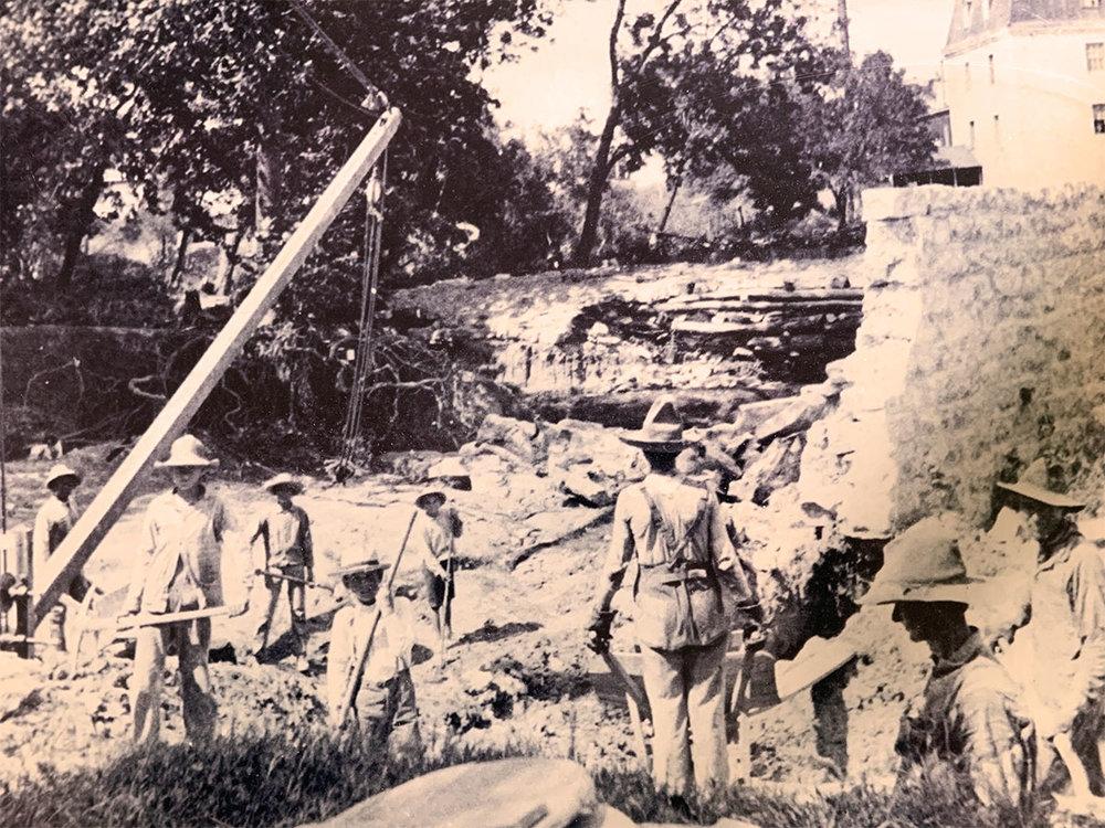 Construction of the dam, circa 1880