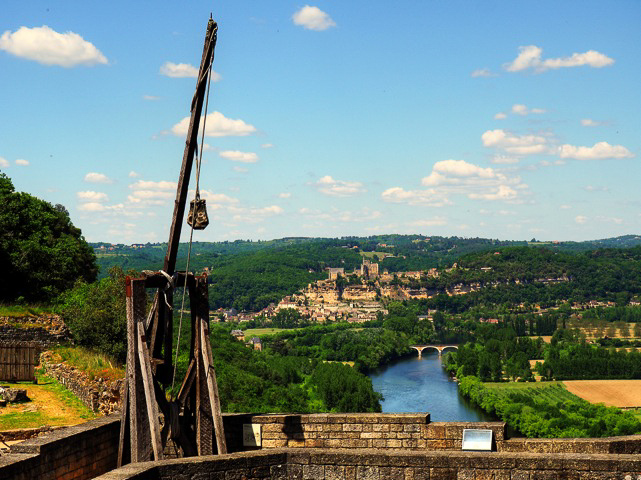 Castlenaud view of Beynac.jpg