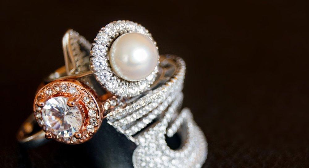 accessories-black-background-bracelet-1395306.jpg