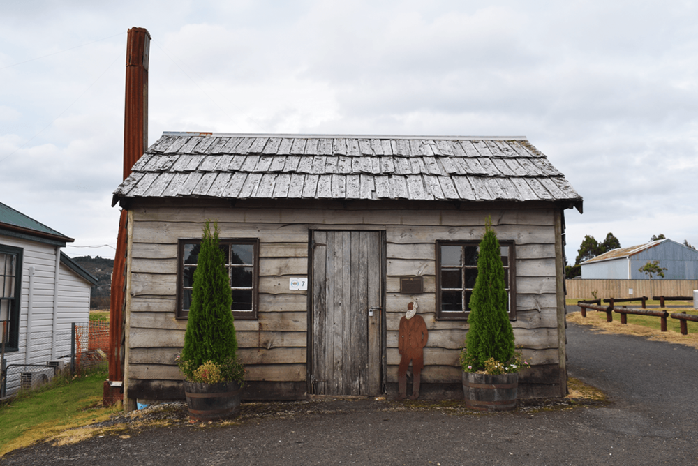 Waratah Museum: Old hut and the museum.