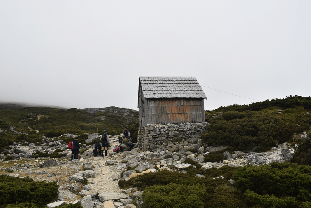 There are some huts along the way that serve as emergency shelters. The Kitchen hut, on the way to the Cradle Mountain summit.