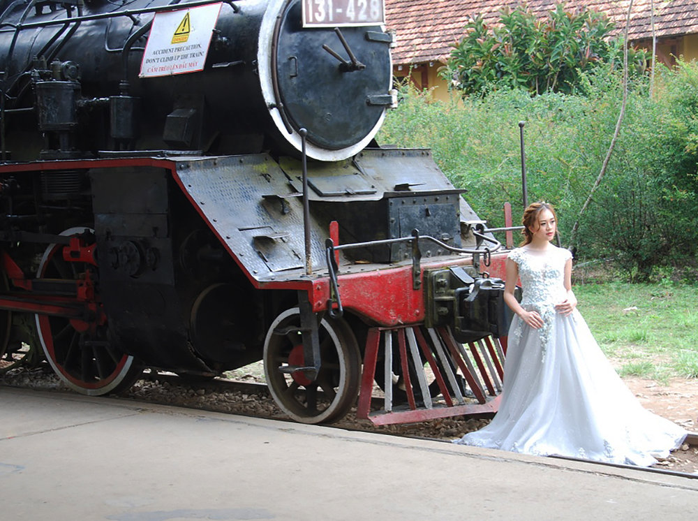 Beauty girl brings an engine to a halt !