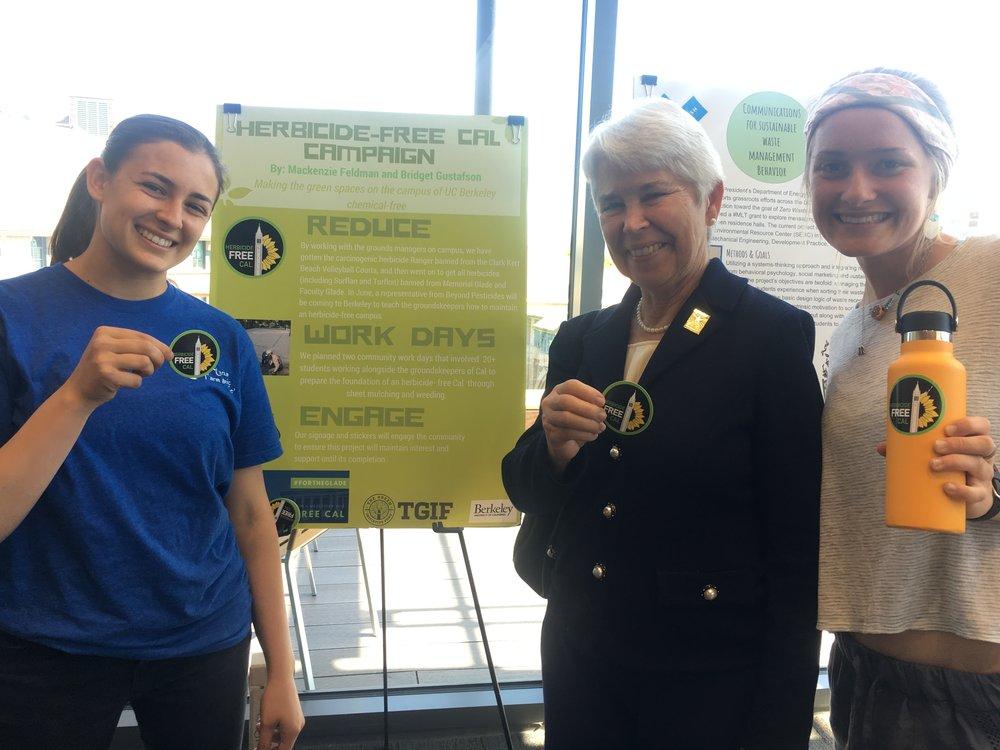 Mackenzie Feldman, left, at the UC Berkeley Sustainability Summit with Chancellor Carol Christ and teammate Bridget Gustafson.