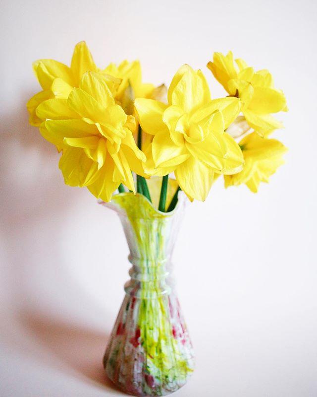 Glad påsk från oss på Sannegårdens blomsterhall 💛☀️