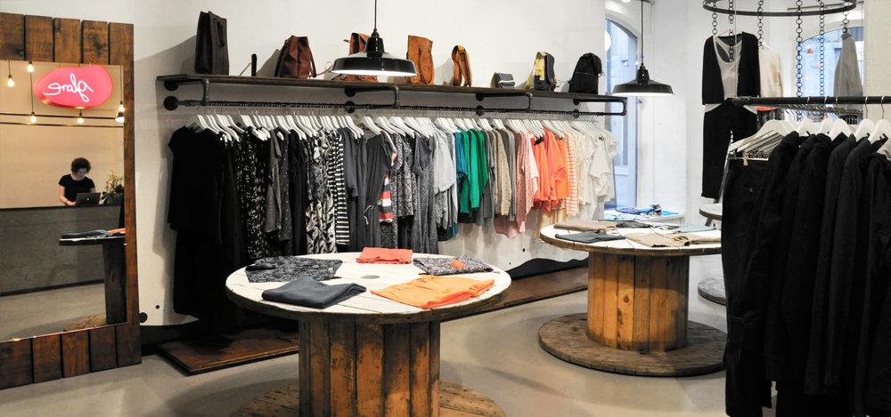 Https://www.rohrfabrik.ch/images/Glore/_glore Store Konzept Interieur Design  Rohrfabrik Mobel Kleiderstander 7