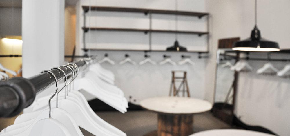 glore-store-konzept-interieur-design-rohrfabrik-mobel-kleiderstander-1.jpg