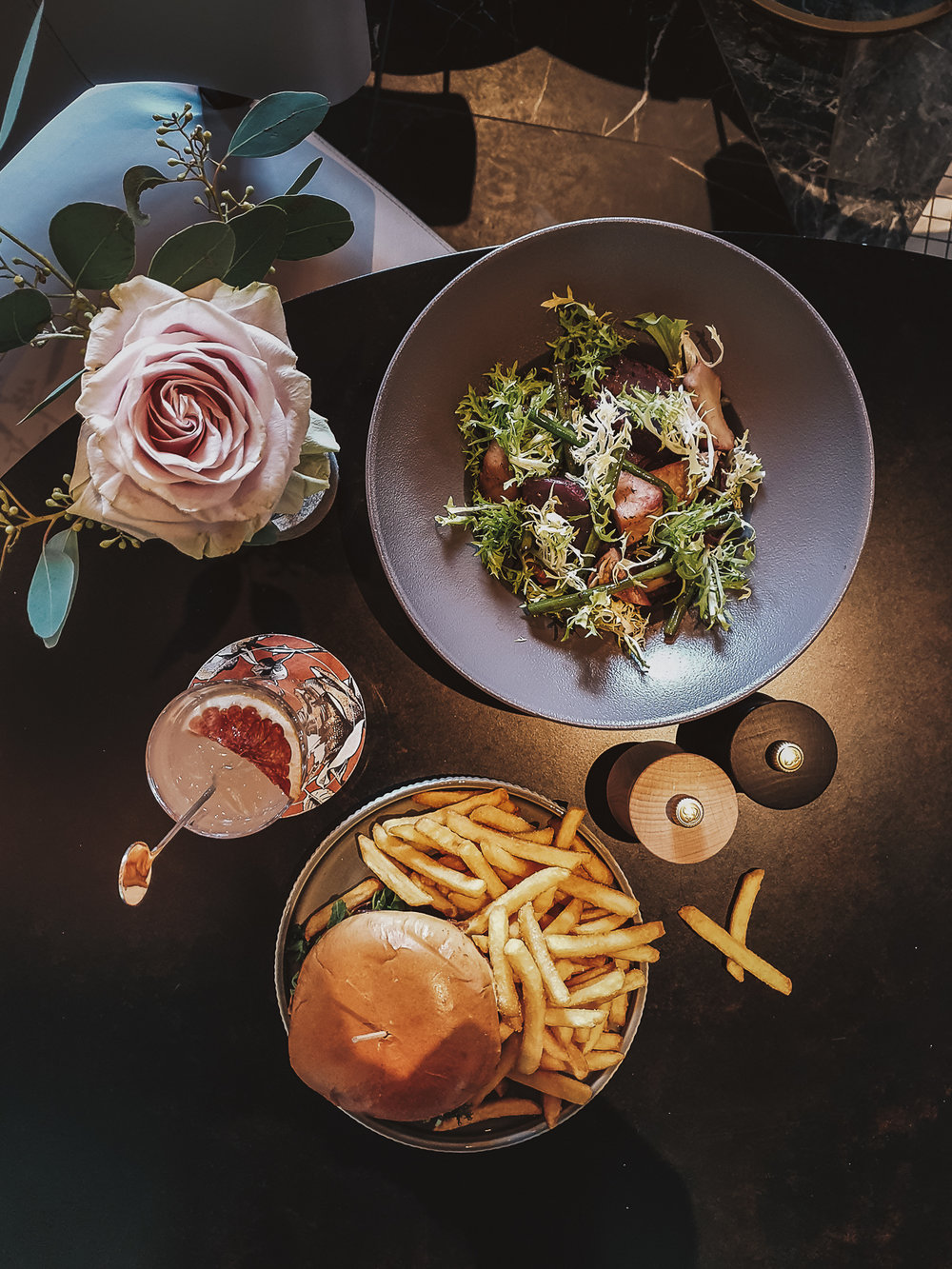 Wagyu, Brioche, Herbs, Misonaise, Club-Fries