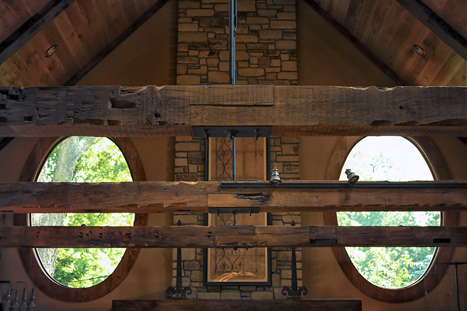 Beams - Beaver Timber offers a wide selection of reclaimed wood beams and reclaimed timbers in a variety of dimensions and hues.