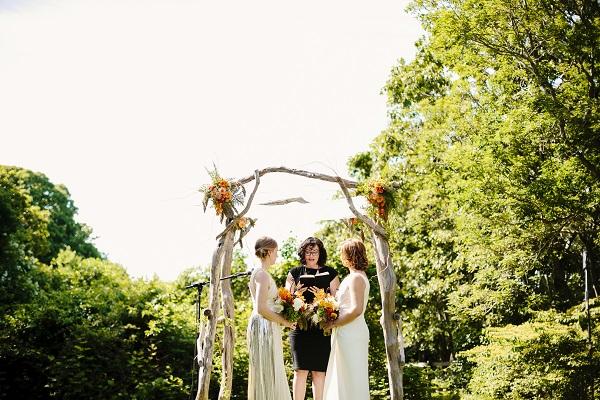 d-marthas-vineyard-lesbian-wedding.jpg