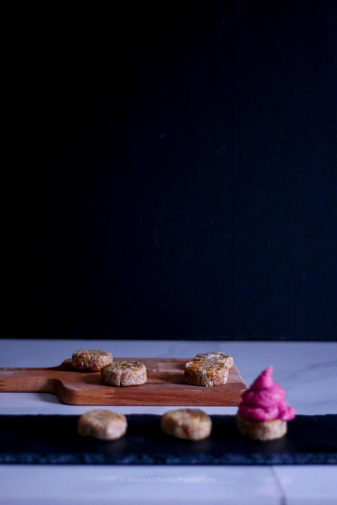 raw-vegan-raspberry-krembos-melissa-ofoedu-photography-for-a-sweet-point-of-view-8-von-1
