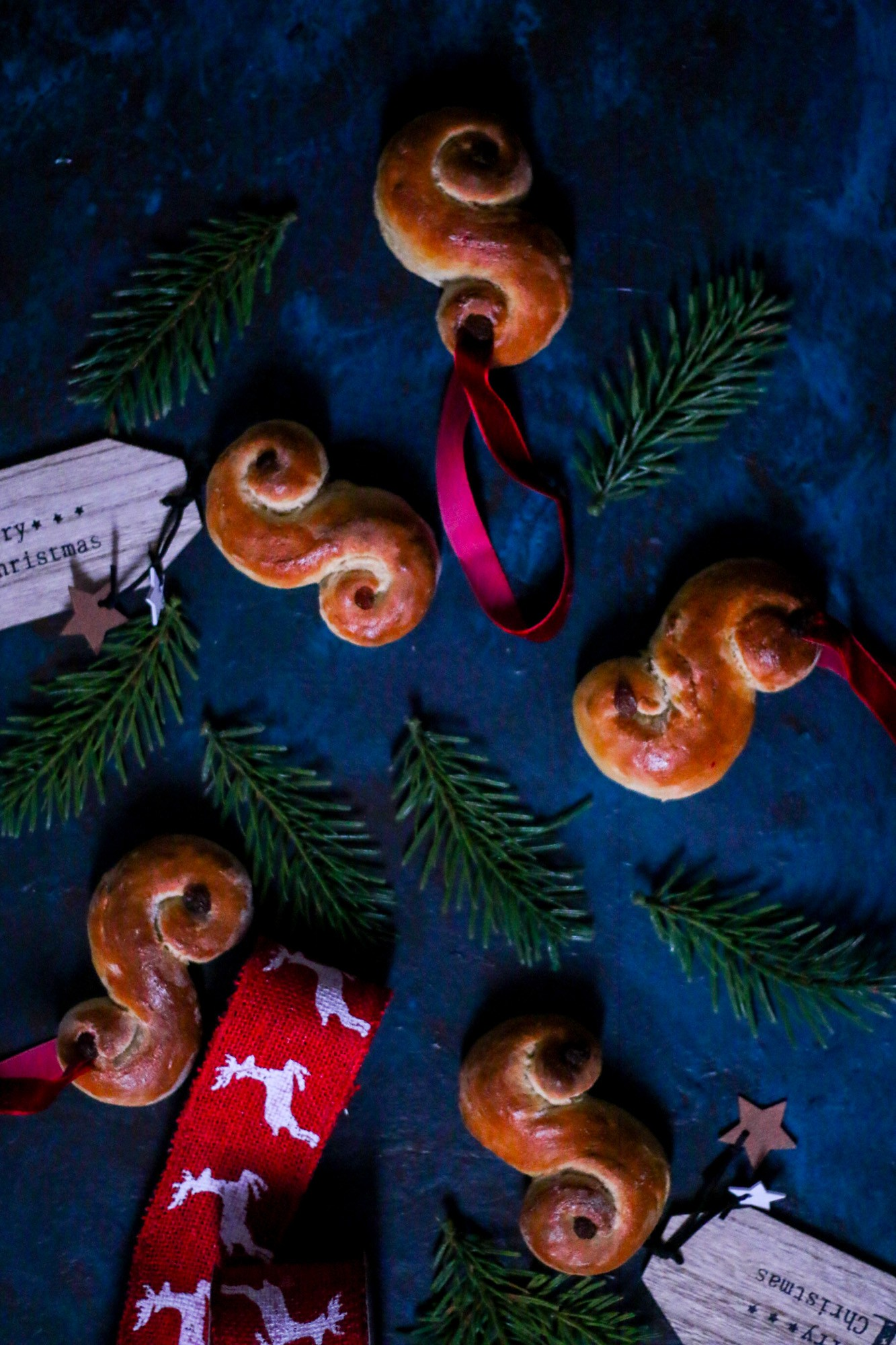 lussekatter-st-lucia-saffron-buns-christmas-cookbook-melissa-ofoedu-photography-for-a-sweet-point-of-view-4-von-1