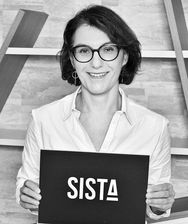 Meet Nathalie Balla, co-présidente @laredoute & @relaiscolis et soutien de #SISTA  Entreprendre, Reprendre, Nathalie nous montre la voie : En 4 ans, La redoute c'est une entreprise redressée et tournée vers l'innovation, la créativité ! Sky is the limit! 💙 . . . #sista #wearesista #genderdiversity #sorority #women #entrepreneur #entrepreneurlifestyle #business #bethechange #bethechangeyouwanttosee #life #entrepreneure