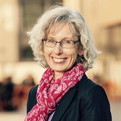 Claudia Fahlbusch   Journalist, Author, Editor