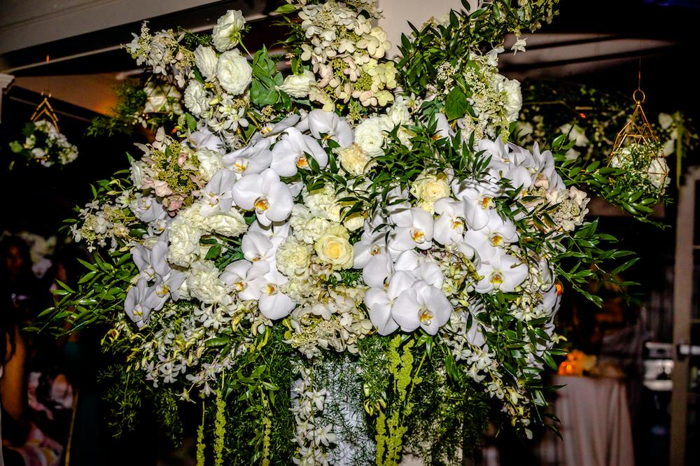 4dbe9-whiteandgreenfloraldisplay-bfloralwhiteandgreenfloraldisplay-bfloral.png
