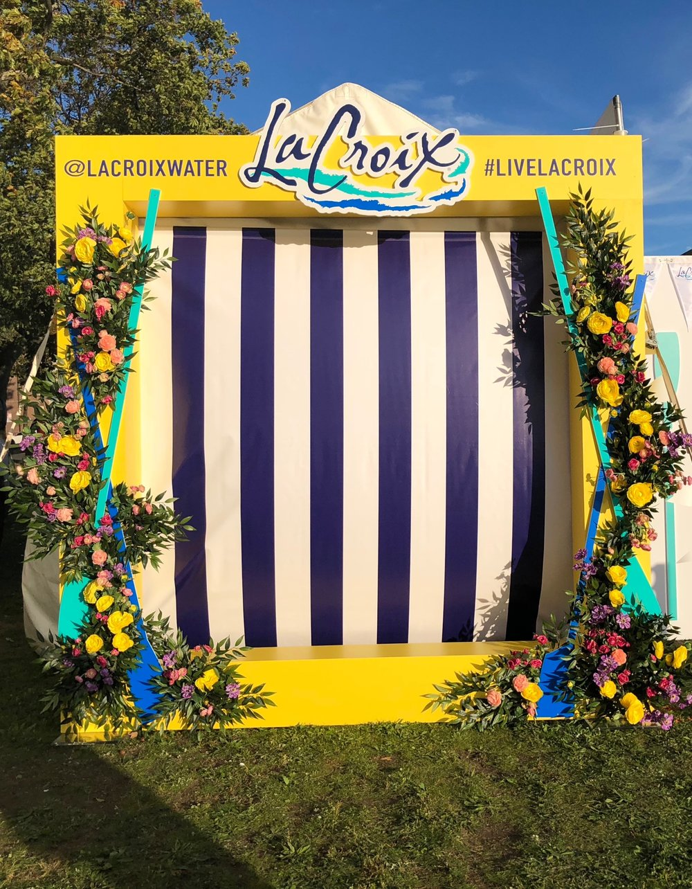 LaCroix Outdoor Photo Moment- B Floral