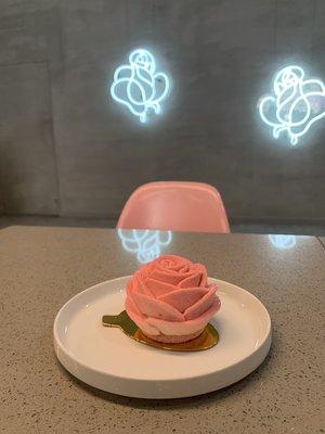 L Room Cafe Rose Flower Pastry - B Floral
