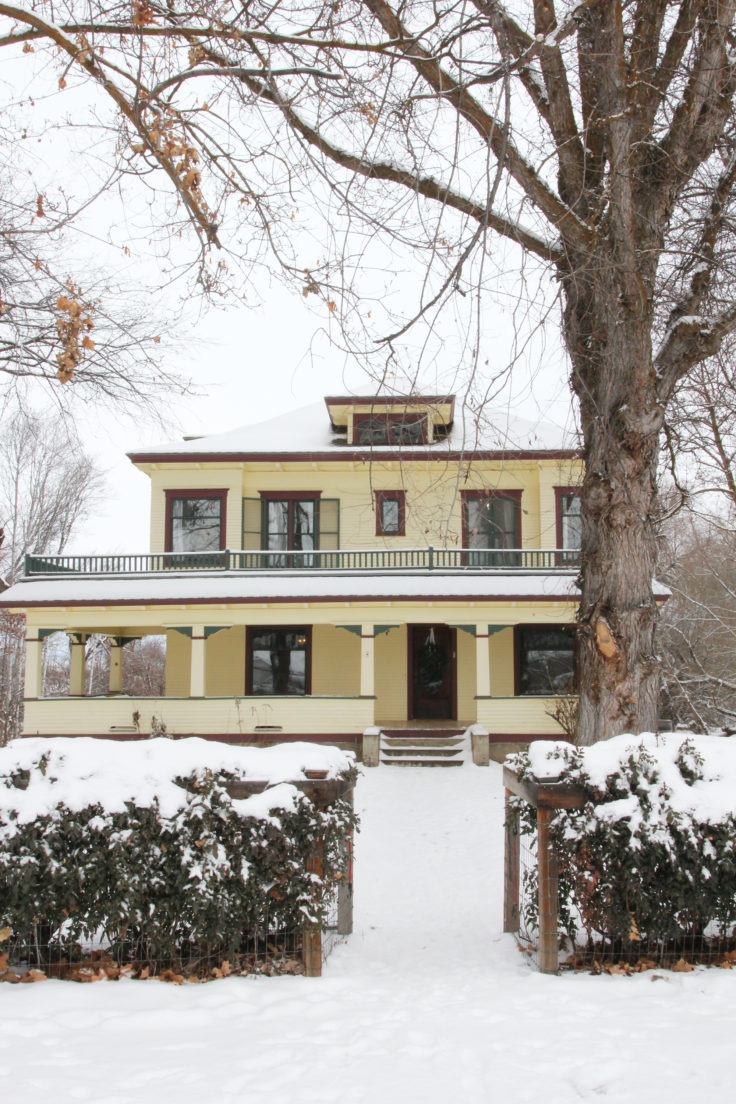 the-grit-and-polish-farmhouse-in-winter