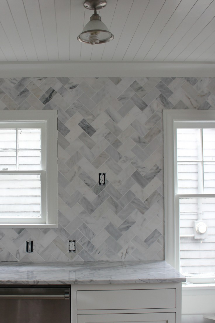 Kitchen marble herringbone backsplash