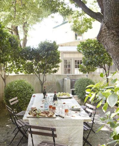 Al-fresco Dining Victoria Pearson via Pinterest