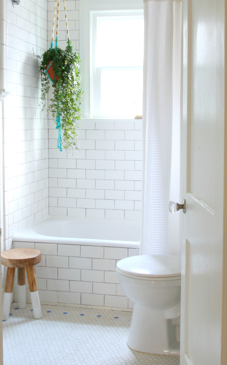 The Grit and Polish - Bathroom from hallway 2
