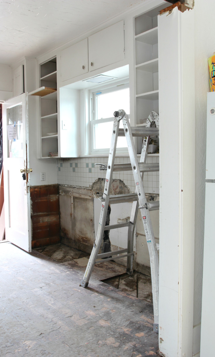 The Grit and Polish - Kitchen Cabinet demo 2
