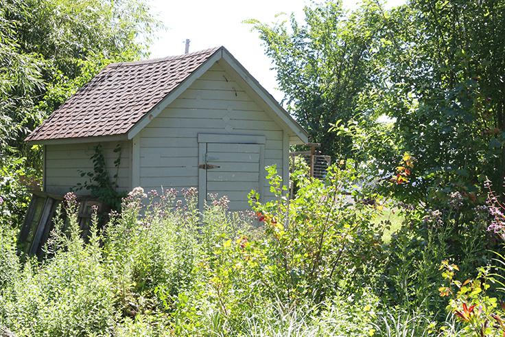 The Grit and Polish - Farmhouse pump house 07-2016