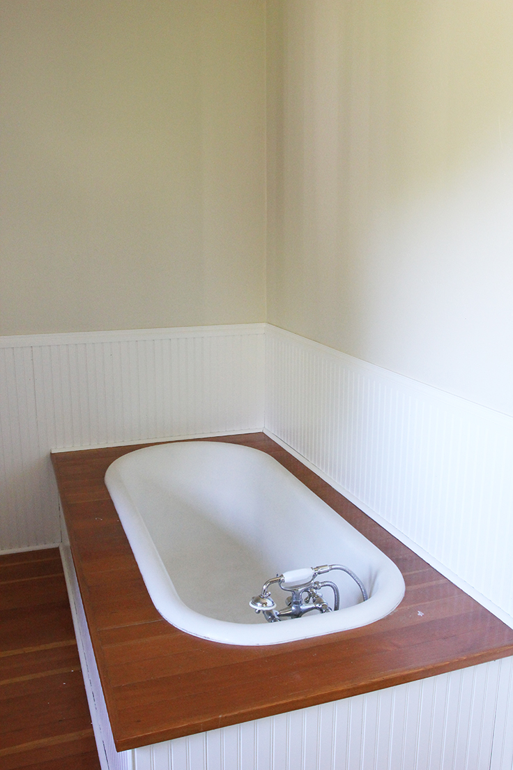 The Grit and Polish - Farmhouse bathtub
