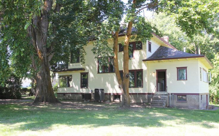The Grit and Polish - Farmhouse Tour Outside East