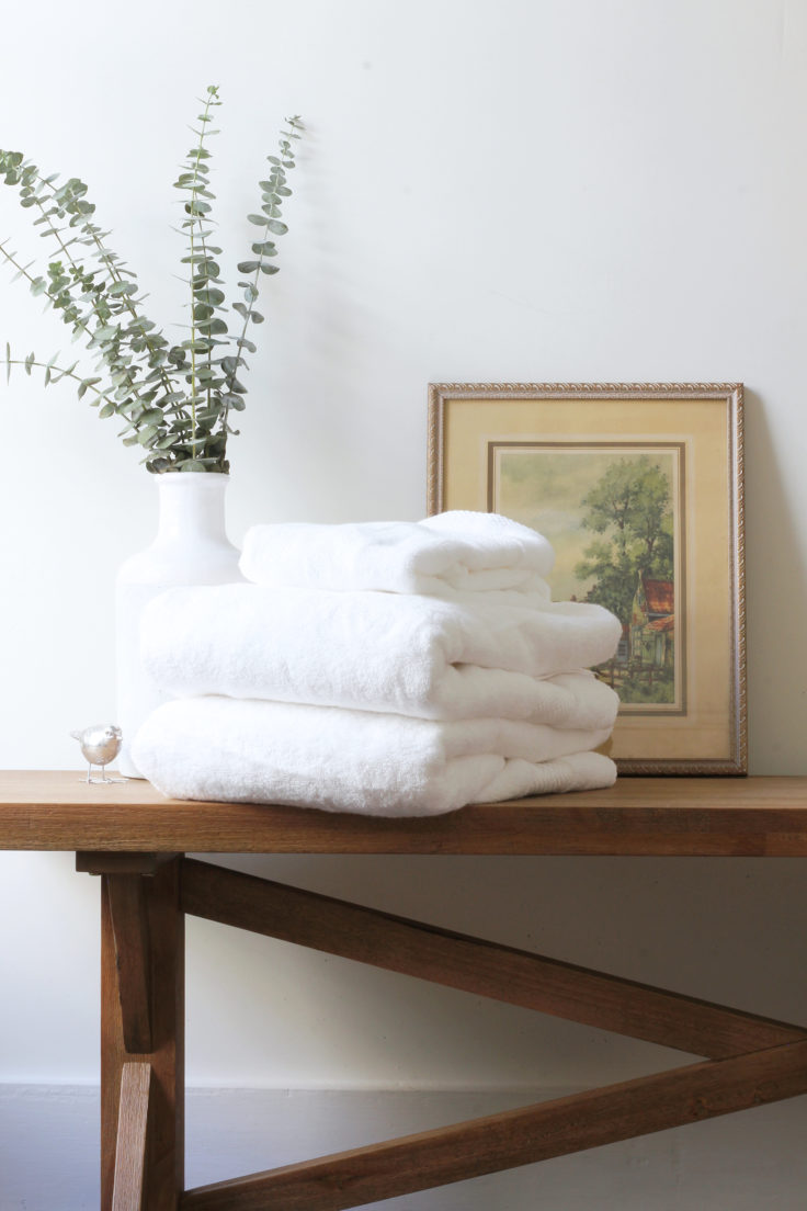 The Grit and Polish - Porch Master Bench Folded Towels